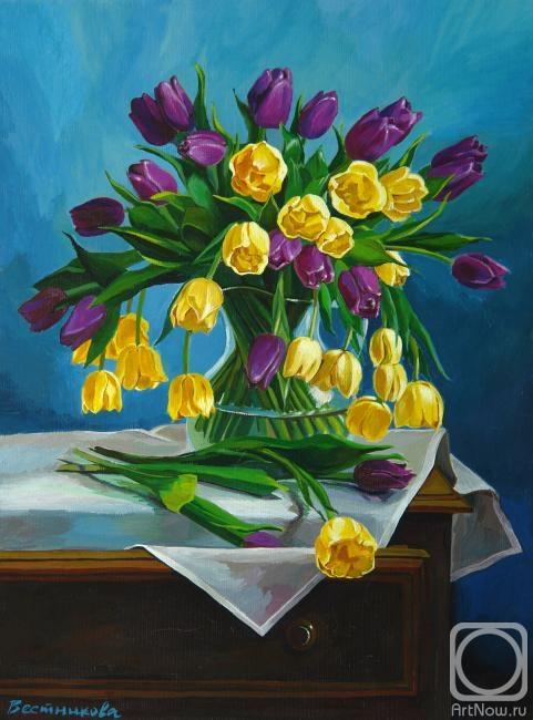 Вестникова Екатерина. Тюльпаны на голубом фоне