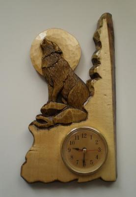 "Carved wall clock ""Wolf"". Petin Mihail"
