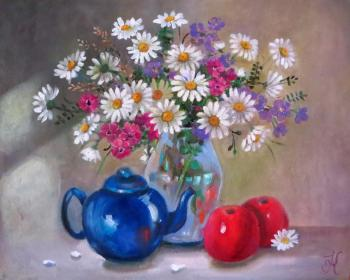 Still life with daisies and a blue kettle. Kropacheva Elena