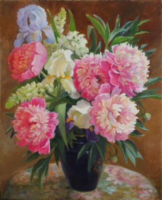 Shumakova Elena. Peonies and irises in a vase