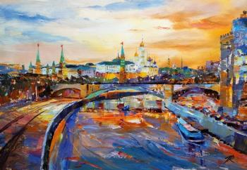 Ships sailed along the Moscow River. Rodries Jose