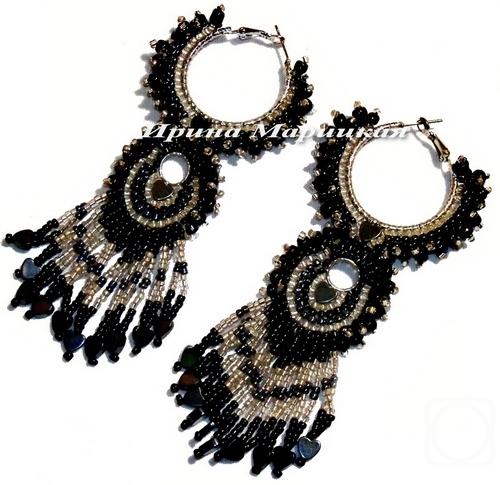 Материалы: бисер черный, гематитовый, серебристый (разных размеров), сердечки из гематита, металлическая.