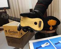 Итальянская полиция нашла маленькую гитару с авторской росписью художника Пабло Пикассо