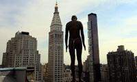 В Нью-Йорке появился вечный самоубийца работы скульптора Энтони Гормли