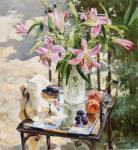 Болгарские лилии. Натюрморт в саду
