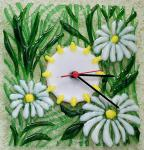 "Wall clock ""Daisies in the Grass"" glass fusing"
