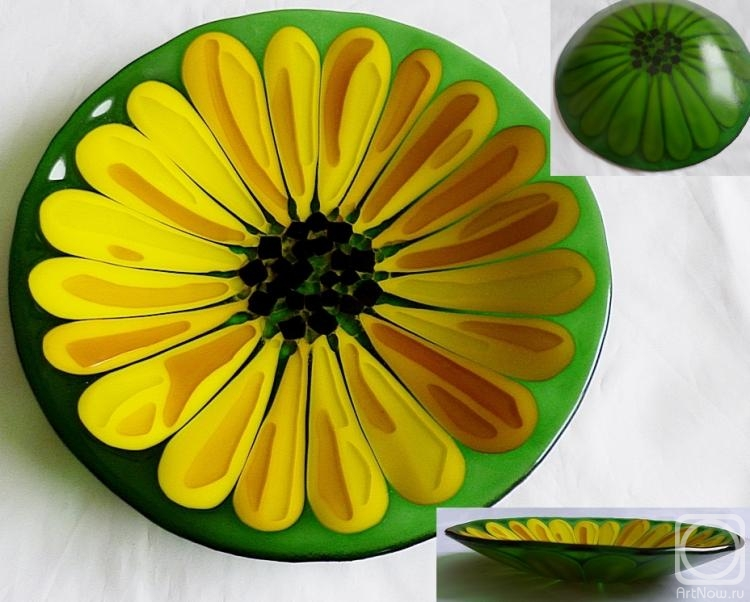 "Repina Elena. A plate glass for the festive table ""Sunflower"" glass fusing"