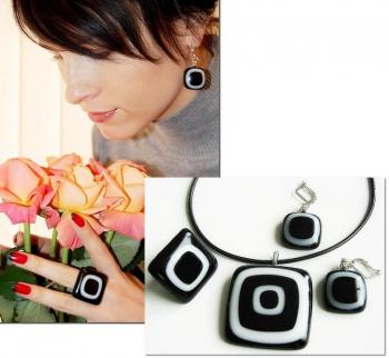 "Jewelry Set ""Black and white graphics"" glass, fusing. Repina Elena"