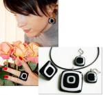 "Jewelry Set ""Black and white graphics"" glass, fusing"